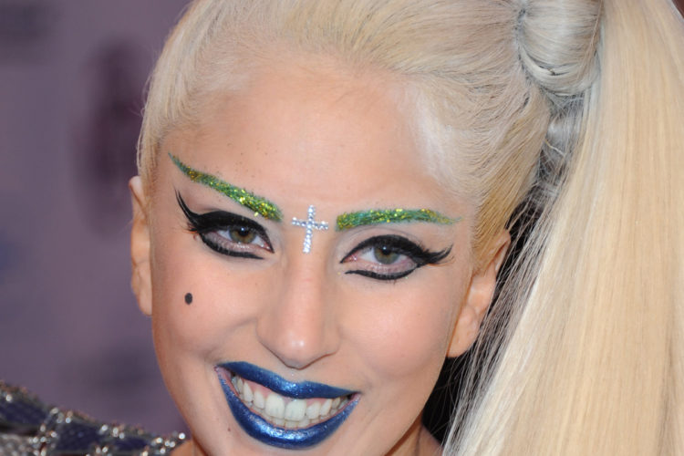 lady-gaga-bluelips