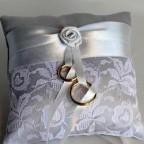 Свадебные подушечки для колец – украшение для свадебной церемонии